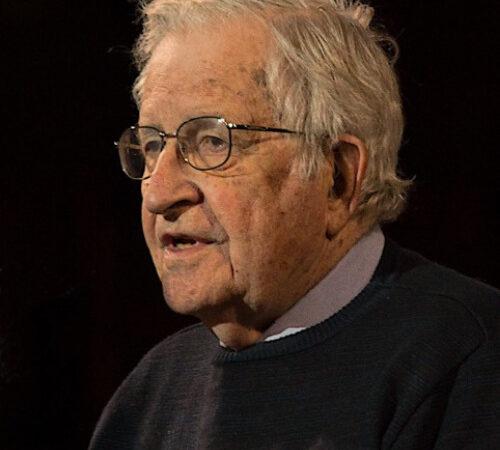 Noam Chomsky compie 92 anni: uno scorcio alla sua vita